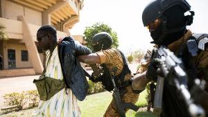 Soldater i Burkina Faso utbildas för terrorbekämpning efter att jihadister blev aktiva landet i år 2015