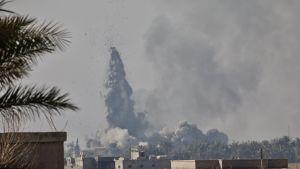 Häftiga strider utkämpades i fjol mellan terrorgruppen IS och den USA stödda kurdisk-arabiska styrkan SDF