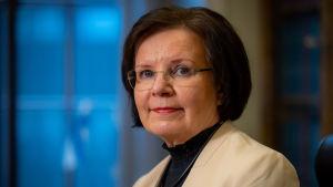 Riksdagens generalsekreterare Maija-Leena Paavola i närbild.