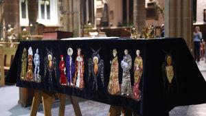 Kista med kvarlevorna av Rikard III i katedralen i Leicester 22.3.2015.