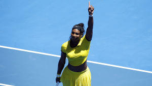 Serena Williams vinner sin andra match i Australian Open.