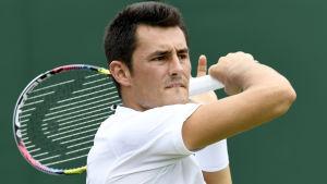 Bernard Tomic med en racket i handen.