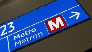 Lähikuva Metron logosta