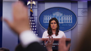 Vita husets pressekreterare Sarah Huckabee Sanders under en presskonferens i Vita huset.