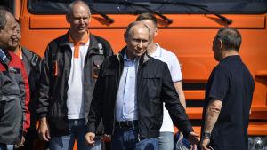 Vladimir Putin invigde Krimbron.