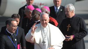 Påven Franciskus inledde på lördagen ett historiskt, två dagar långt besök i Irland. Det här är det första påvebesöket på 39 år i Irland