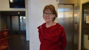 Forskaren Alison Strang från Skottland besökte Vasa för att föreläsa under de österbottniska integrationsdagarna.