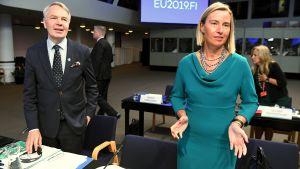 Pekka Haavisto och Frederica Mogherini under ett inofficiellt utrikesministermöte i Helsingfors 30.8.2019