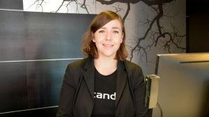 Anna Koenkytö, receptionist vid hotellet Scandic Atrium i Åbo.