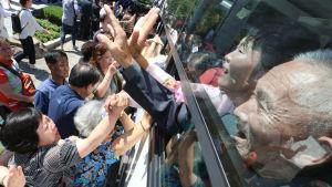De enda sydkoreaner som har kunnat besöka Kumgang-san sedan år 2008 är äldre personer som har deltagit i återföreningsmöten för splittrade koreanska familjer