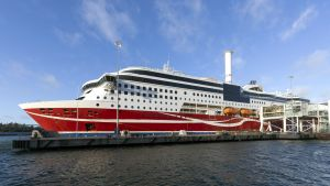 Viking Grace vid kaj i Mariehamn 22 november 2020.