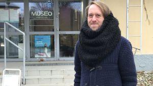Nicholas Andersson framför Tekniska Museet