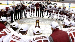 UMass med Filip Lindberg jublar över NCAA-titeln.
