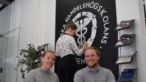 Ida Andersén och Christian Nygård vid Hanken.