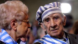 Miroslaw Celka, till höger, överlevde lägren i Auschwitz.