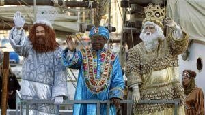 Kolme kuningasta jakavat lahjoja loppiaisena Espanja