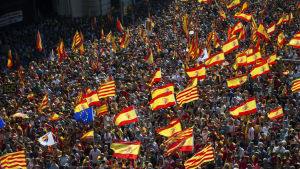Hundratusentals människor demonstrerade mot katalansk självständighet i centrum av Barcelona på söndagen.