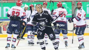 HIFK-spelare firar, Tomi Kallio deppar.