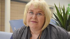 Carina sundel, serviceansvarig för postens hemtjänst i nyland
