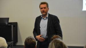 Jouko Nummela svarar på frågor.