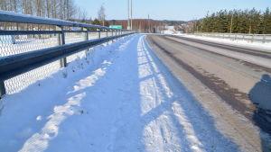 Bro över motorvägen i Gammelby i Lovisa.