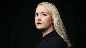 Profiilikuva MOT:n toimittajasta Kati Pehkosesta.