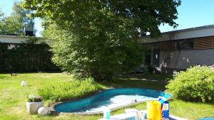 Innergården vid De gamlas hem dit Intek tillfälligt flyttar