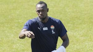 Usain Bolt under en fotbollsträning.