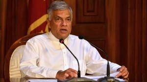 Sri Lankas premiäminister Ranil Wickremesinghe under en presskonferens i Colombo 21.4.2019
