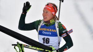 Laura Dahlmeier vinkar.