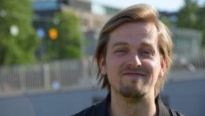 Närbild på Mikael Syrjälä.