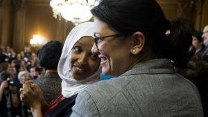 Rashida Tlaib och Ilhan Omar är de två första muslimska kvinnorna i USAs representanthus.