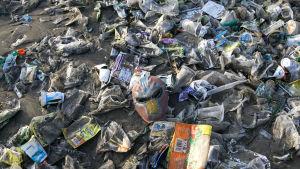 Plastavfall på en stand