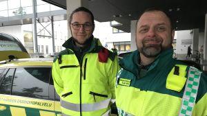 Ensihoitaja Teemu Palkki ja ensihoitopäällikkö Sami Rive