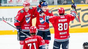HIFK firar mål.