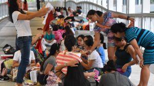 En grupp filippinska gästarbetare i hongkong