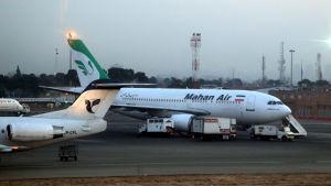 Det aktuella passagerarplanet tillhörde iranska Mahan Air. Här är bolagets plan fotograferade på flygplatsen Mehr-Abad i Teheran i januari 2014.