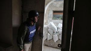 Journalister i Nagorno-Karabakhs huvudstad Stepanakert bekräftar att civila områden har träffats av missiler.