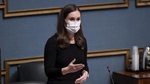 Statsminister Sanna Marin (SDP) under interpellationsdebatten onsdagen den 29 september i riksdagen.