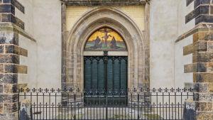 Dörren till slottskyrkan i Wittenberg där Luther offentliggjorde sina 95 teser.