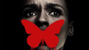 detalj från planschen till Antebellum - ett skräckslaget kvinnoasnikte med en fjäril över munnen.