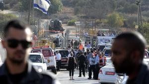 Israelisk gränspolis vid infarten till bosättningen Har Adar, där attacken inträffade.