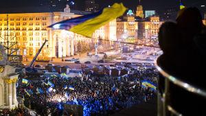 Ukrainalaiset osooittavat mieltään Kiovassa marraskuussa 2013