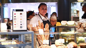 Bageriförsäljaren Oona Ekholm.