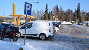ABC-stationens parkeringsplats i Gammelby i Lovisa.