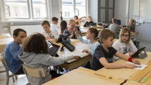 Skolan utgör inte mera en skyddad plats för mindre bemedlade barn.