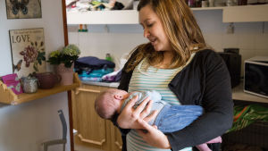 bild på en kvinna med ett barn