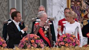 Emmanuel Macron, drottning Margarethe och Brigitte Macron