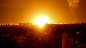 Arkivbild på israelisk flygräd ovanför Gaza. Bilden tagen den 27 oktober.