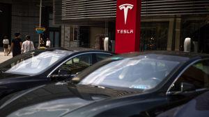 Tullavgiften för importerade amerikanska bilar är 40 procent, men nu skall tarifferna krympa hävdar Donald Trump